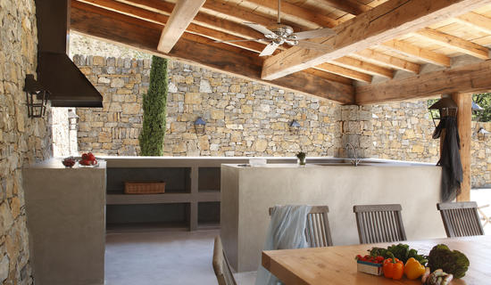 Outdoors : Micro-mineral concrete outdoor kitchens