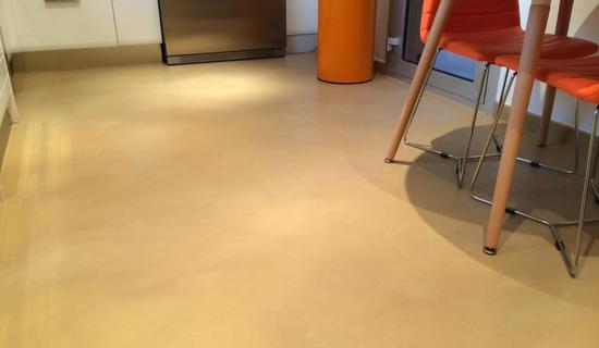 MA's kitchen collection : Waxed concrete on tiling